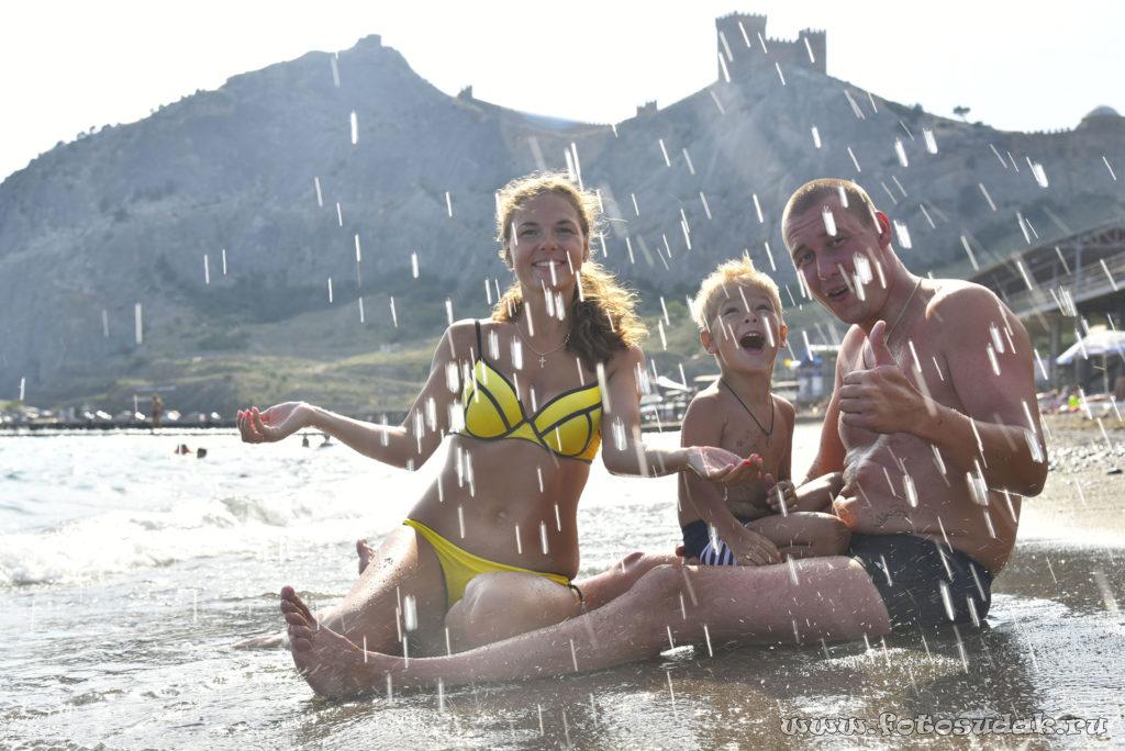На пляже с детьми в Судаке